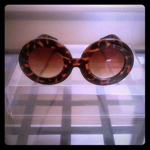 Designer inspired: Leopard over sized Sunglasses